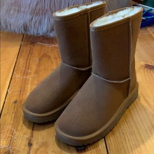 Brand new brown/tan uggs